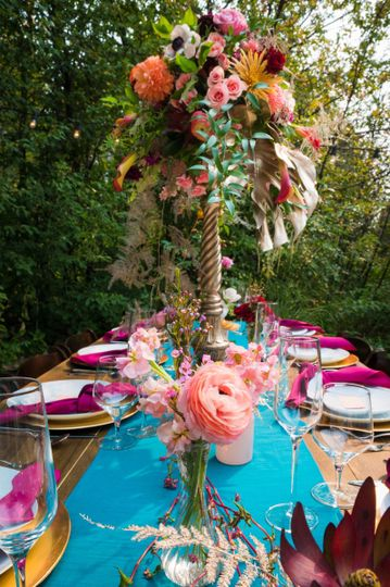Floral details on table