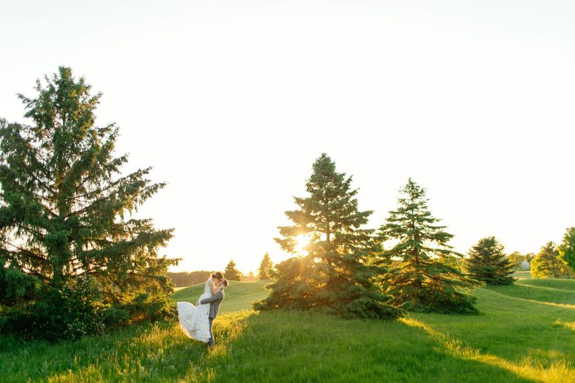 Newlyweds in the field | Leah Fontaine Photography