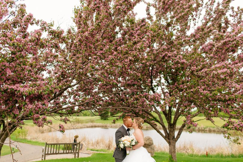 Kiss by the trees | Leah Fontaine Photography