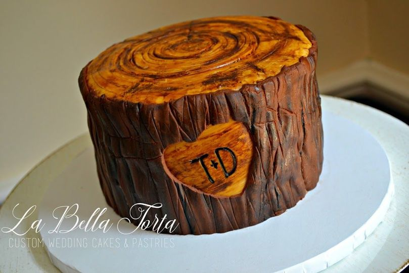 """Custom """"Tree"""" Cutting Cake accompanied with cupcakes for guests."""