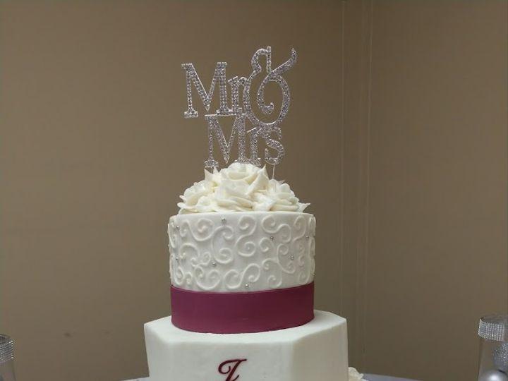 Tmx Burgundy Harlequin 01 51 45999 159430827538330 Blythewood, SC wedding cake