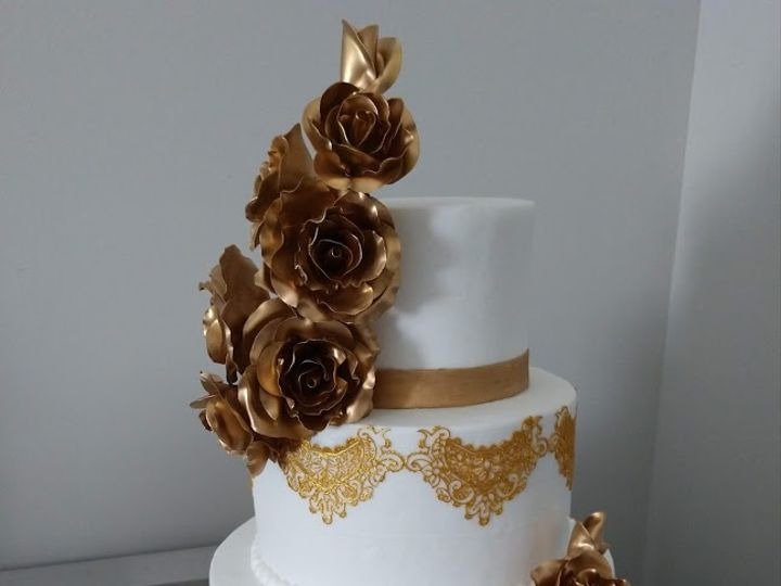 Tmx Gold Roses Wedding Cake 1 Vintagebakery Com 803 386 8806 51 45999 159430860188853 Blythewood, SC wedding cake