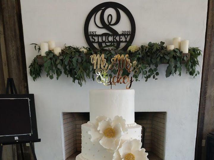 Tmx White Magnolia And Pearls Wedding Cake 2 Vintagebakery Com 803 386 8806 51 45999 159430810141080 Blythewood, SC wedding cake