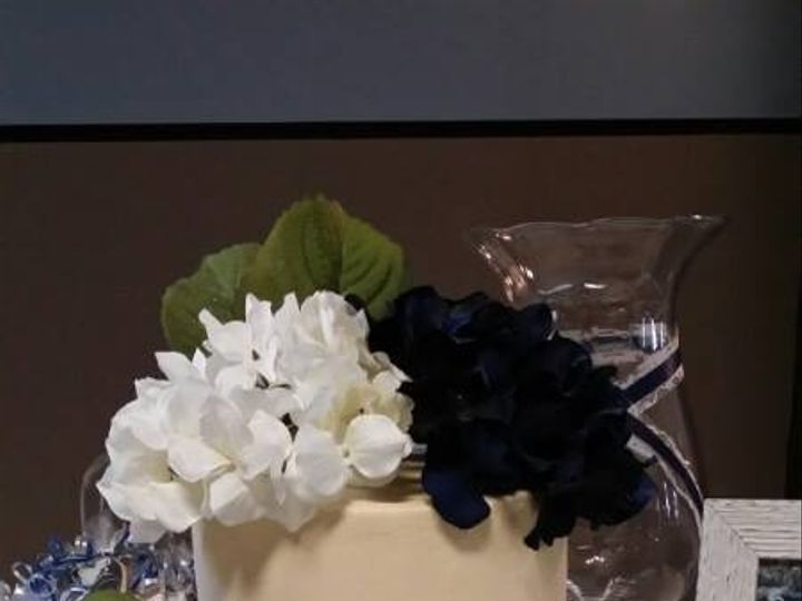 Tmx 1437131239944 1097953645998252116461520968949n South Dartmouth wedding cake