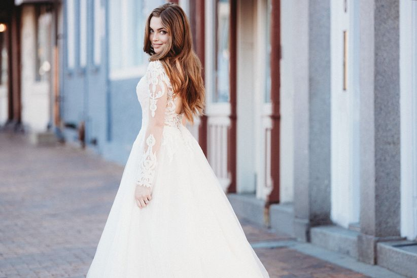eb0f7db08522 It's definitely normal for brides to feel a bit scatterbrained while  they're wedding dress shopping. After all, it's not every day where you're  trying on ...