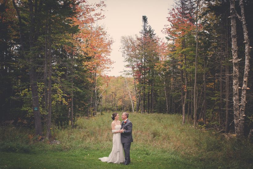 couple wedding fall foliage