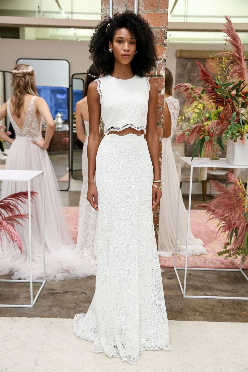 16 Crop Top Wedding Dresses For Trendy Brides To Be Weddingwire