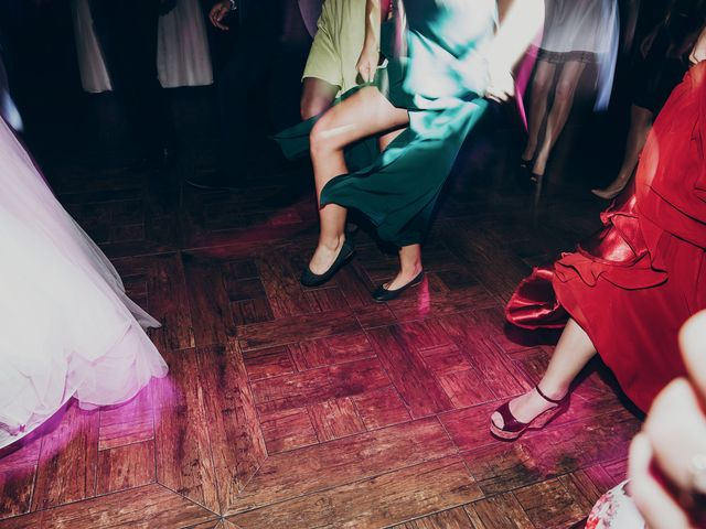 8 Things Single Wedding Guests HATE
