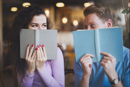 The Pros and Cons of Being in a Serious Relationship While You're in College
