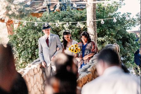 How to Handle Divorced Parents While Planning a Wedding