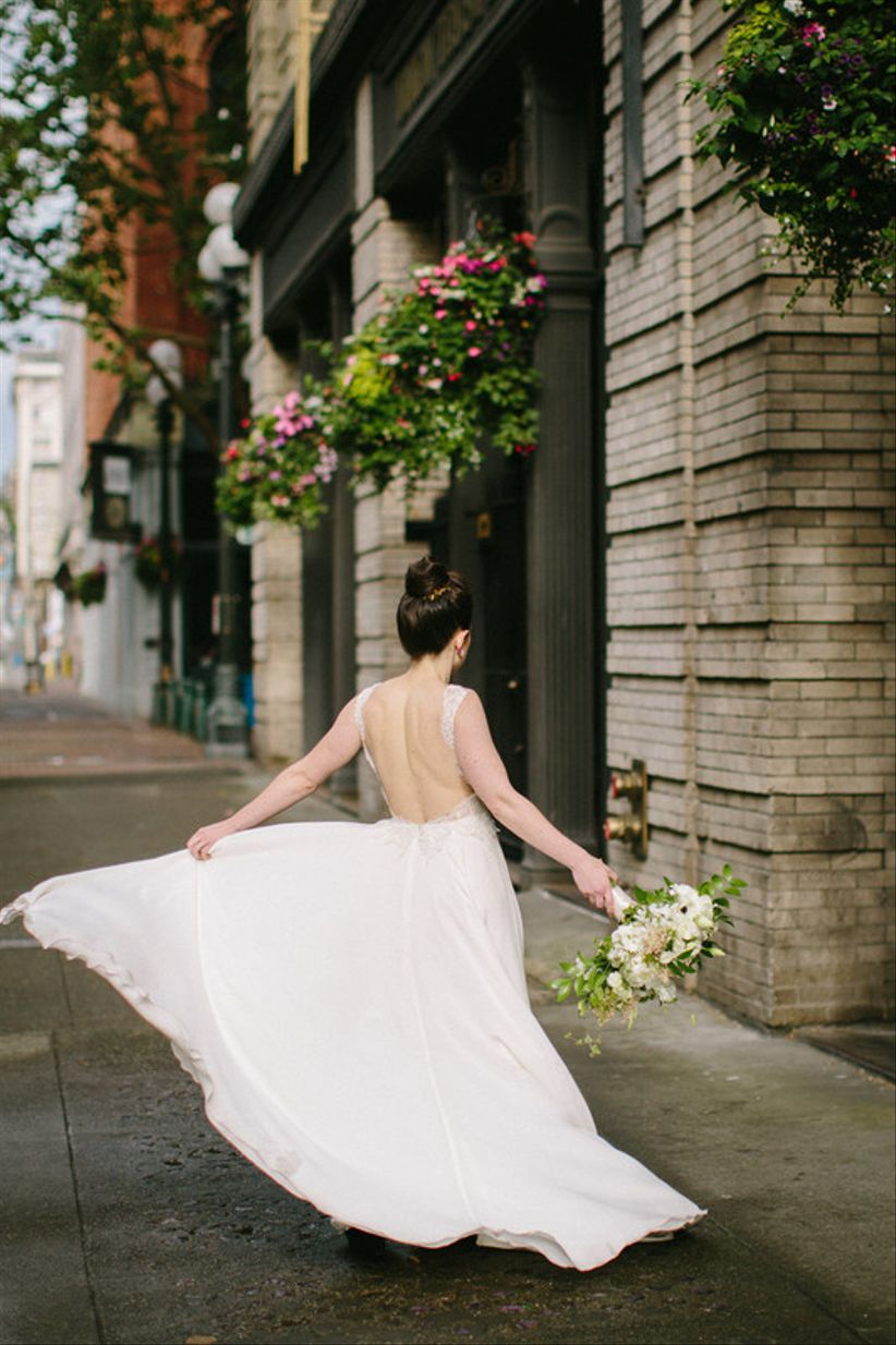 fadeffa890 ... the biggest wedding dress shopping mistakes you definitely should NOT  repeat. Floressence