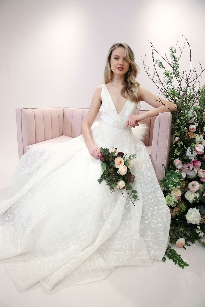 a99295c8eaa 8 Modern Wedding Dresses Full of Geometric Details and Patterns ...