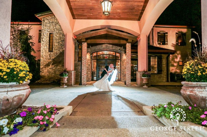 couple kissing outside wedding venue