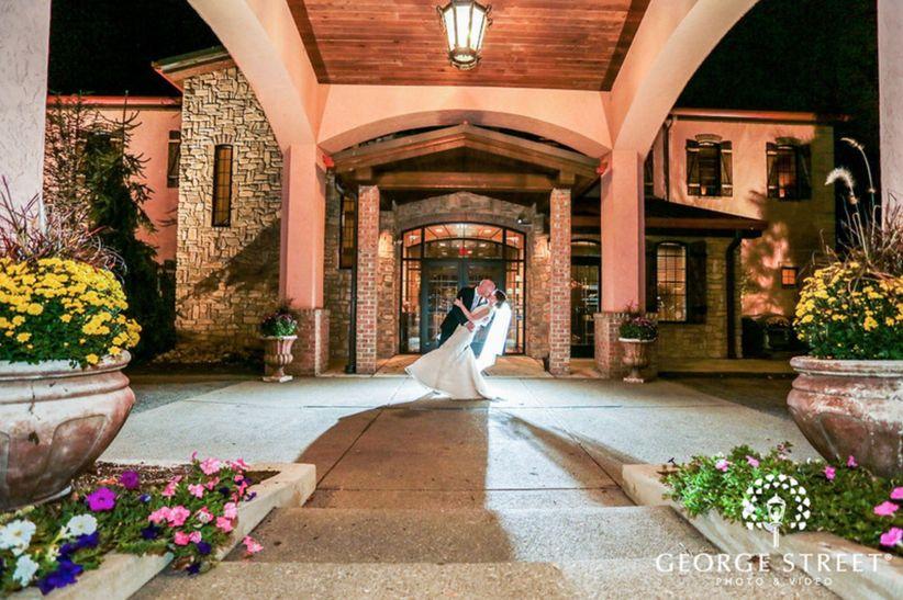 couple kissing outside wedding venue