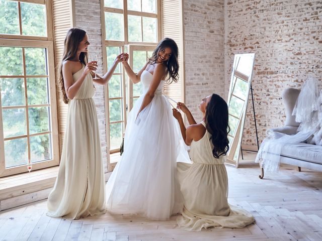6 Ways to Stay Body Positive While Wedding Dress Shopping