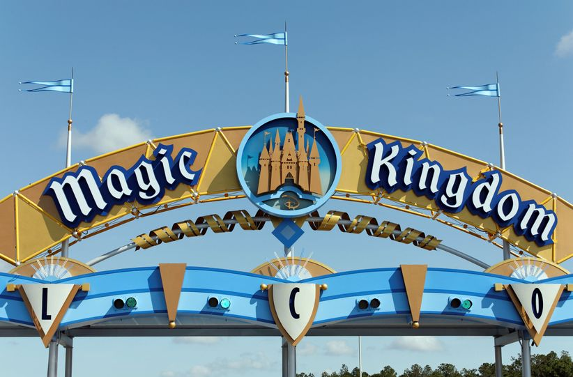 magic kingdom entrance sign