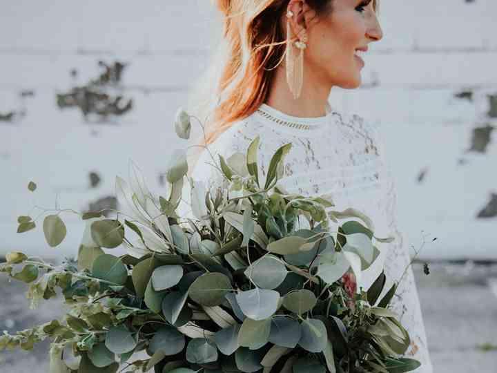 13 Presentation Wedding Bouquets Because Bigger Is Always Better