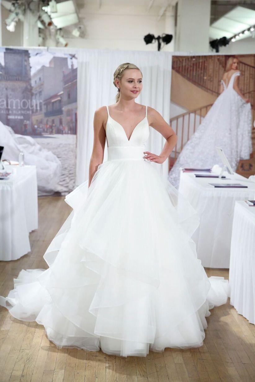 10 Beach Wedding Dresses for an Oceanfront Affair - WeddingWire