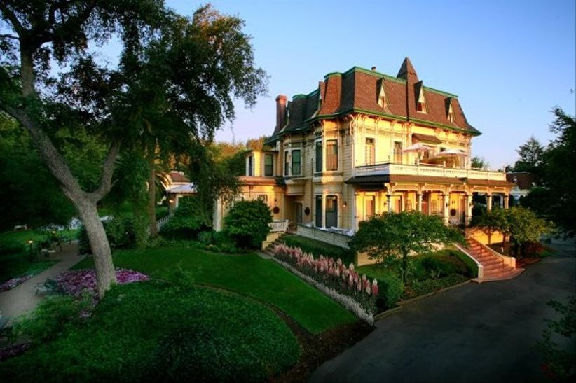 Sonoma, California wedding venue with Victorian mansion and landscaped gardens