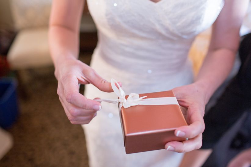 No Wedding Gift Received Heres How To Deal Weddingwire