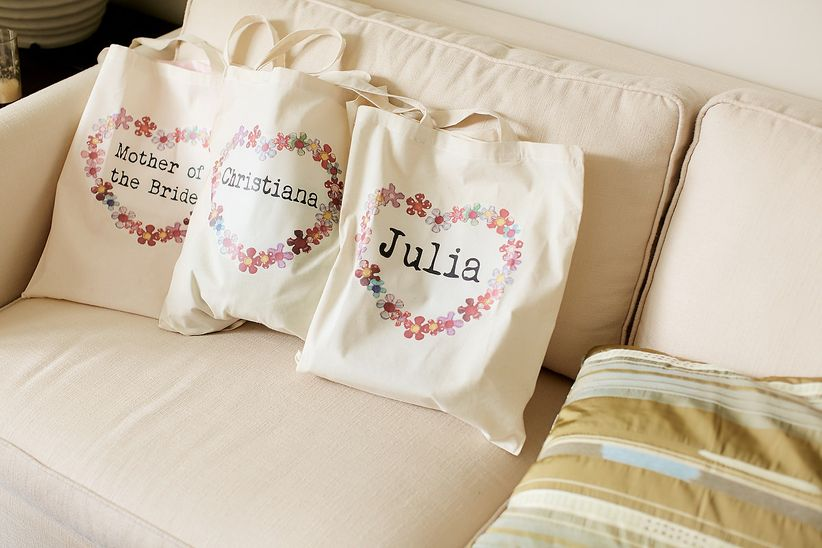 11 wedding party gift ideas for everyone in your crew weddingwire junglespirit Gallery