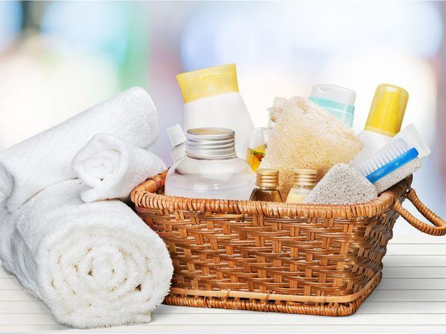 19dfa9d0d 20 Wedding Bathroom Basket Ideas   Essentials to Include. Favors