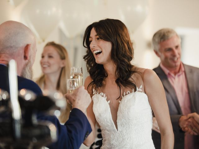 Inviting Your Boss to Your Wedding: The Dos and Don'ts