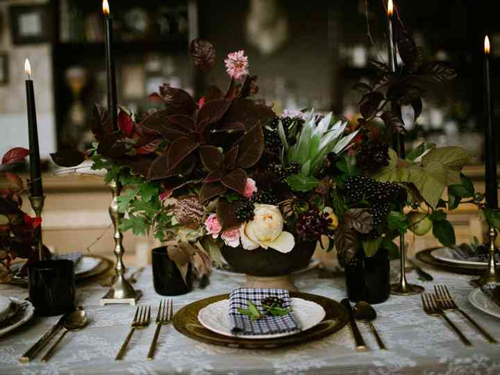 14 Black Wedding Decor Ideas To Bring Out Your Dark Side