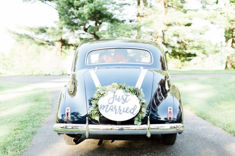 11 Wedding Car Decoration Ideas For A Memorable Send Off Weddingwire