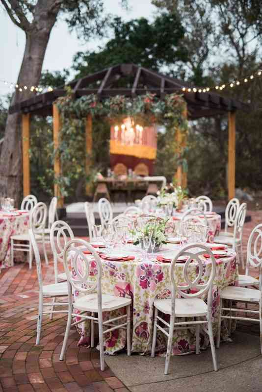 Magnificent 13 Types Of Wedding Chairs For A Stylish Big Day Weddingwire Lamtechconsult Wood Chair Design Ideas Lamtechconsultcom