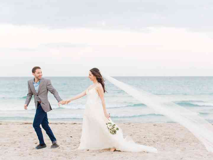 Everything You Need to Know About a Holiday Weekend Wedding
