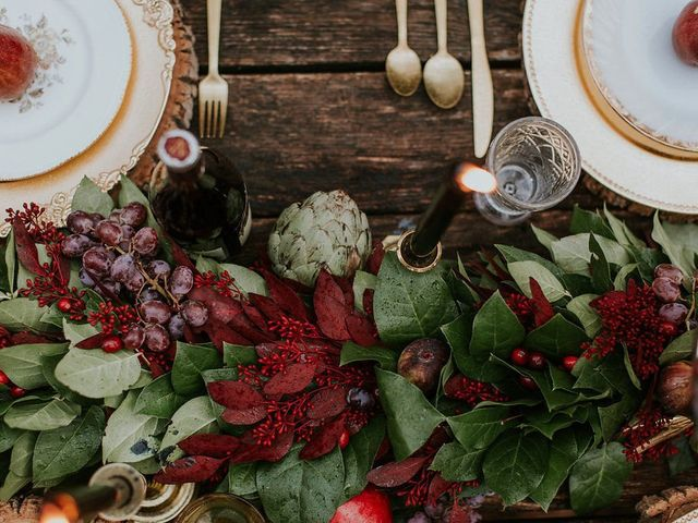 16 Winter Wedding Color Palettes for a Festive Celebration