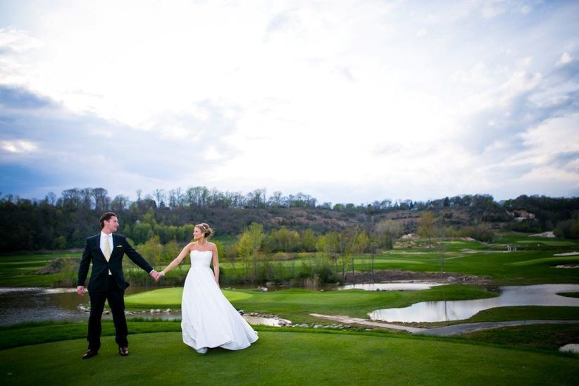 wedding couple on golf course