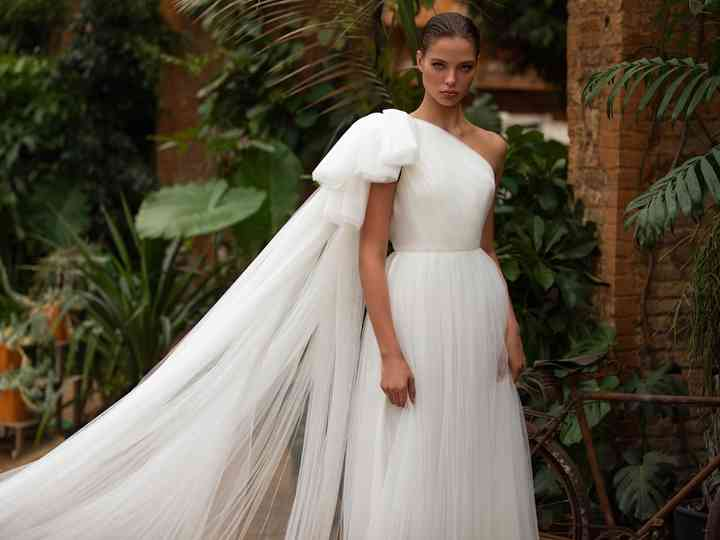 17 One Shoulder Wedding Dresses For Every Type Of Bride Weddingwire