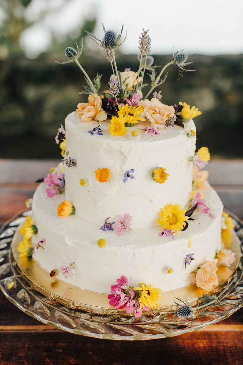 2021 wedding cake trend cake with edible flowers