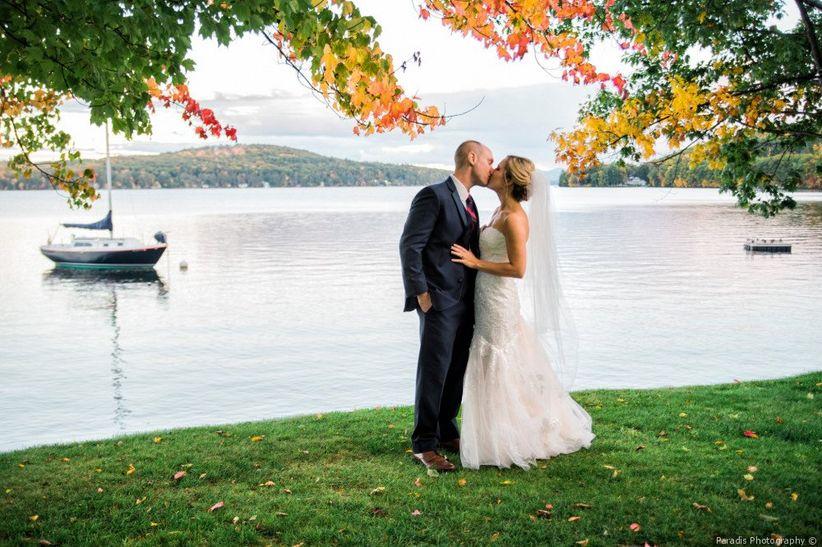 couple kissing new england fall