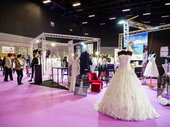 What is a Wedding Expo and Should You Attend One? - WeddingWire