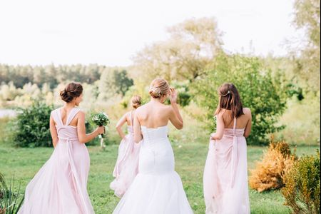 5 Signs Someone Should NOT Be Your Bridesmaid