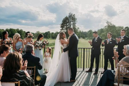 11 Outdoor Wedding Venues in New Hampshire for a Nature-Filled Celebration
