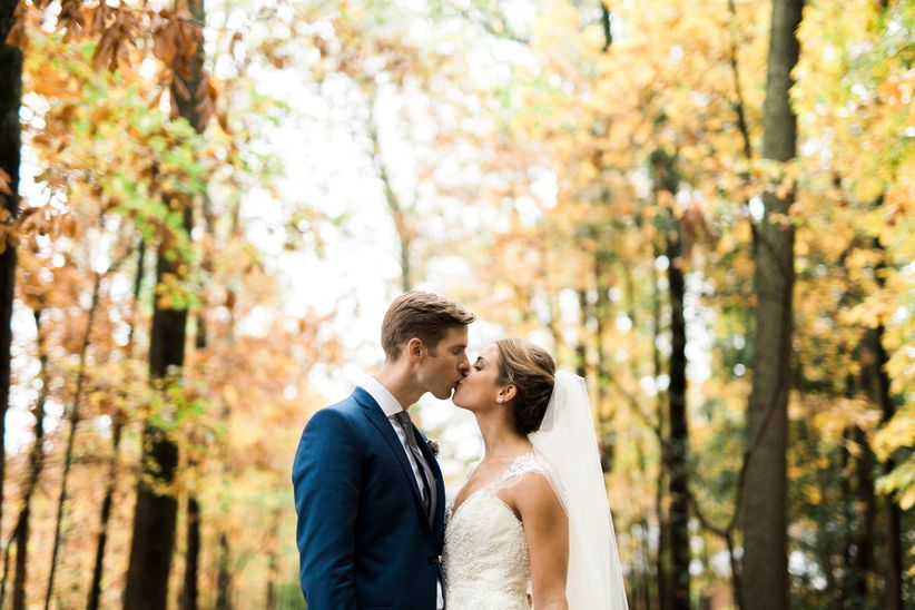 couple kissing fall wedding