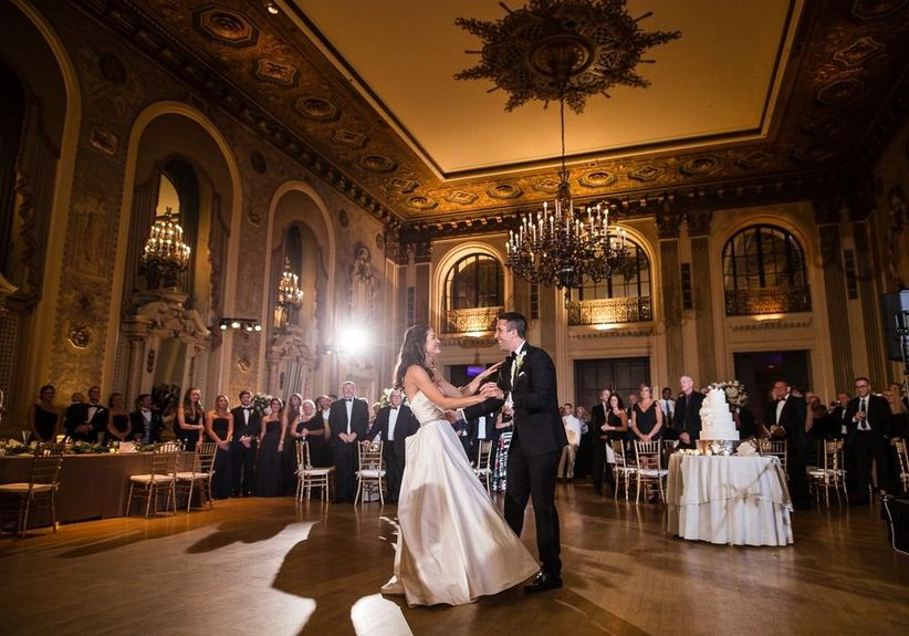 couple dancing hotel du pont