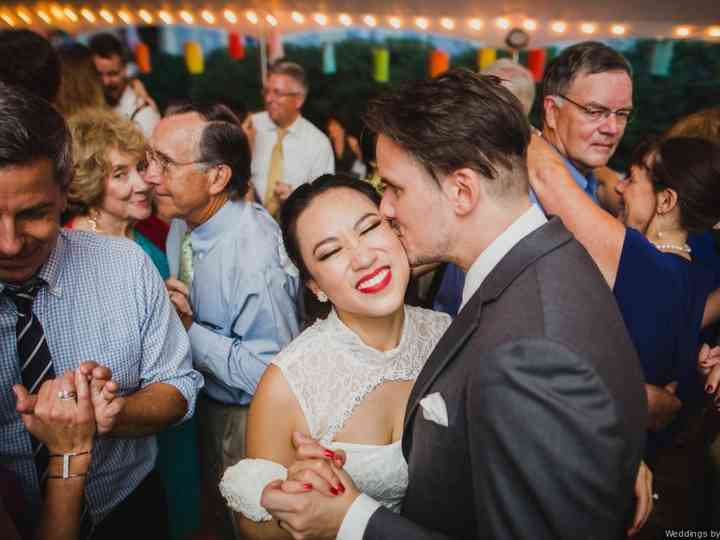 30 Upbeat Songs To Get Wedding Guests On The Dance Floor Weddingwire