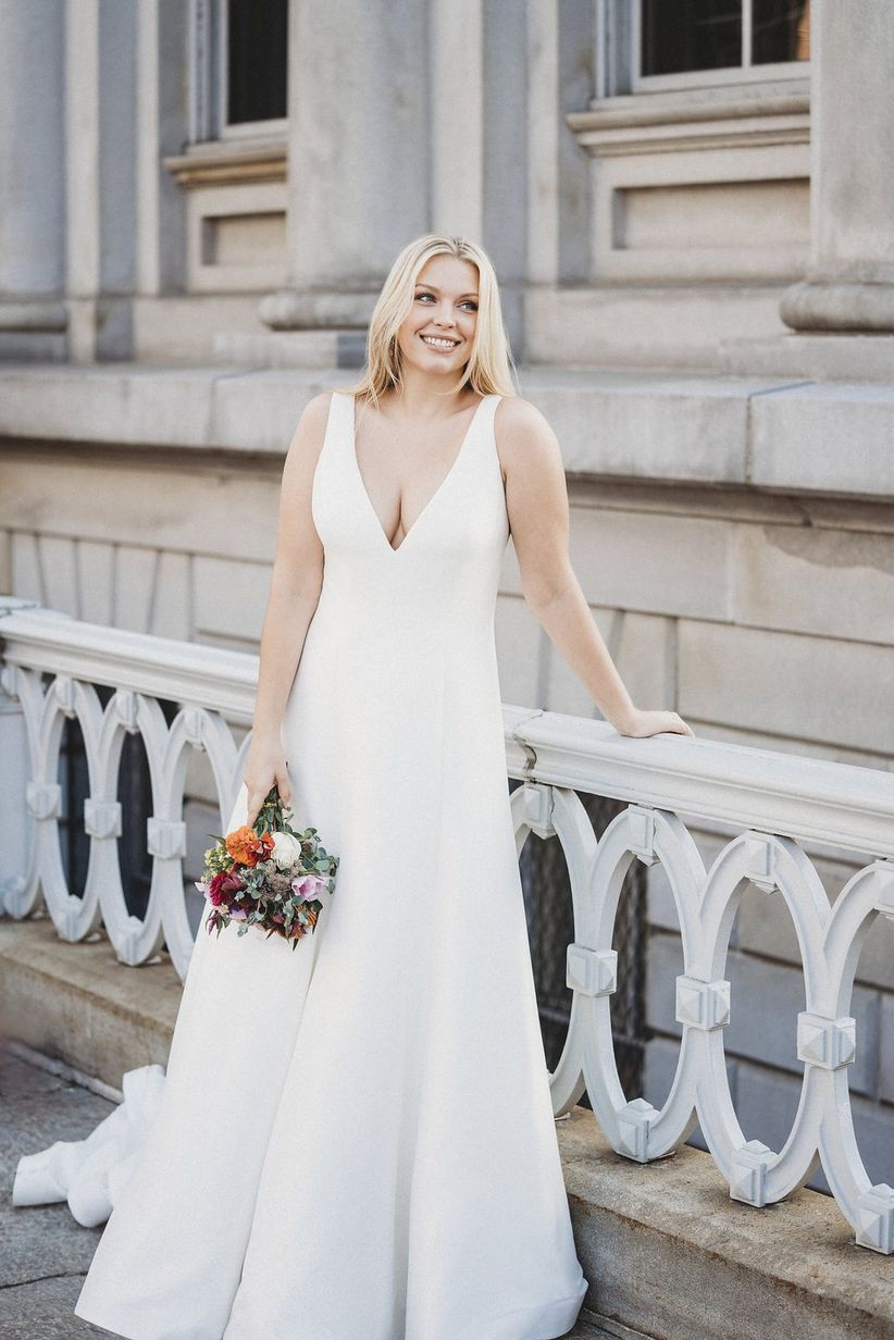 lace v-neck wedding dress