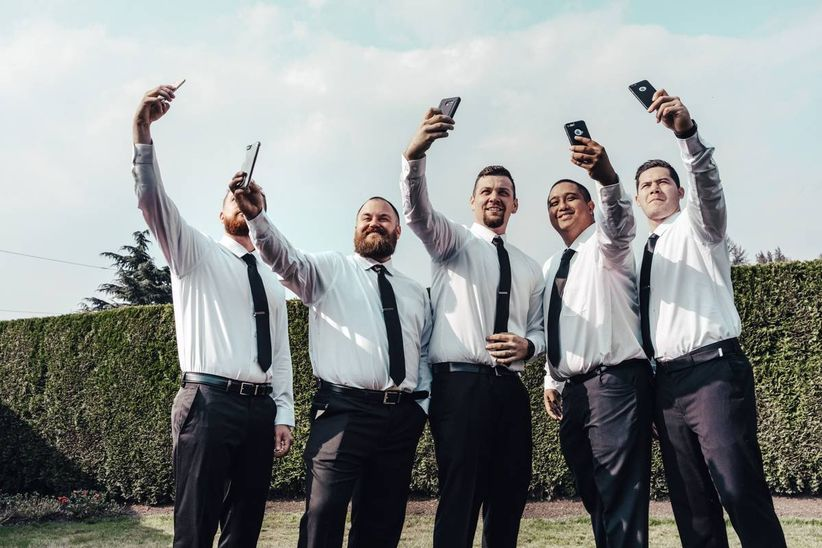 groom and groomsmen wedding photos