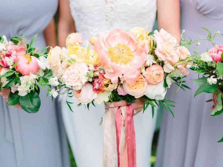 30 Colorful Wedding Bouquets That Are Super Cheerful Weddingwire