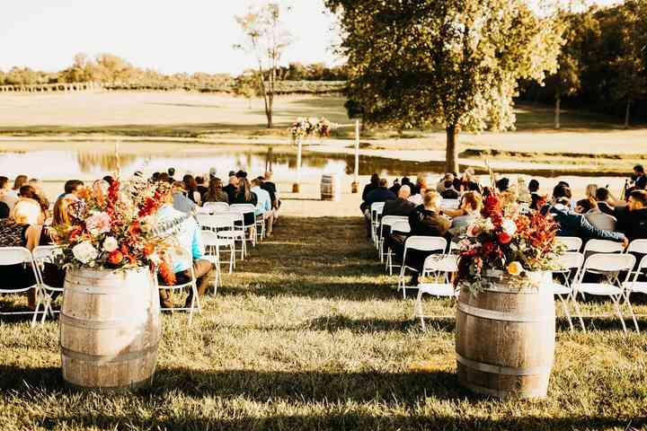 Tremendous 9 Inexpensive Wedding Venues In St Louis And Eastern Squirreltailoven Fun Painted Chair Ideas Images Squirreltailovenorg