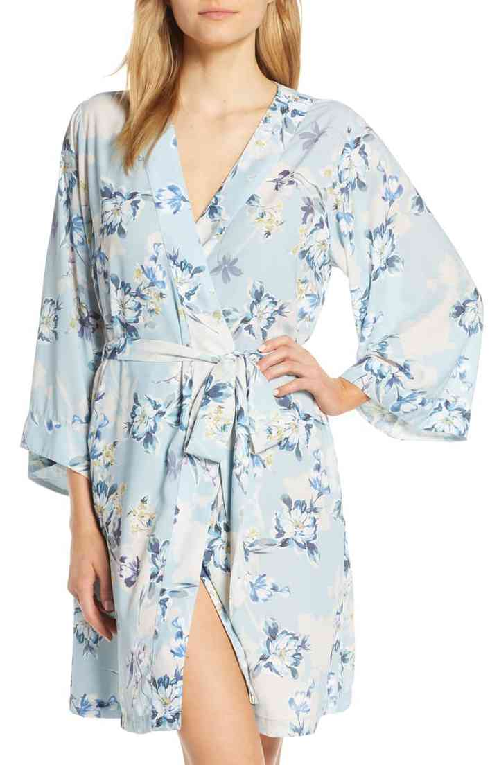 The 19 Prettiest Bridesmaid Robes For You And Your Crew Weddingwire