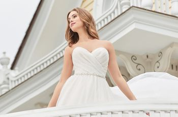 Here's the Wedding Dress You Should Wear, Based on the Month of Your Big Day