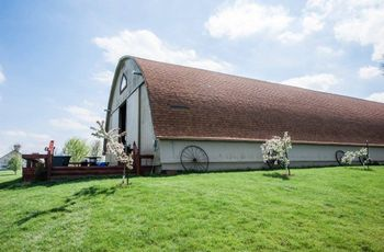 10 Rustic Barn Wedding Venues in Iowa
