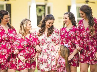 The 20 Prettiest Bridesmaid Robes for You and Your Crew